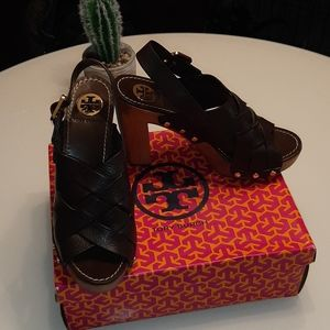 NIB Tory Burch woven brown leather stacked heels